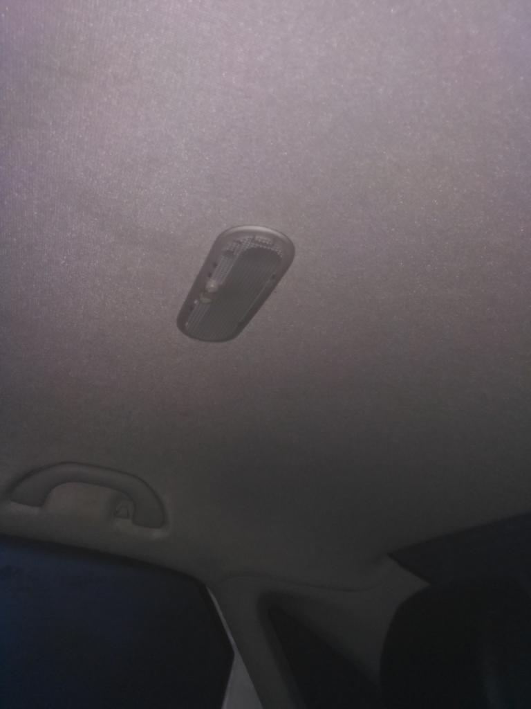 Отсутствие света для задних пассажиров