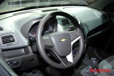 Polo Sedan vs. Chevrolet Cobalt