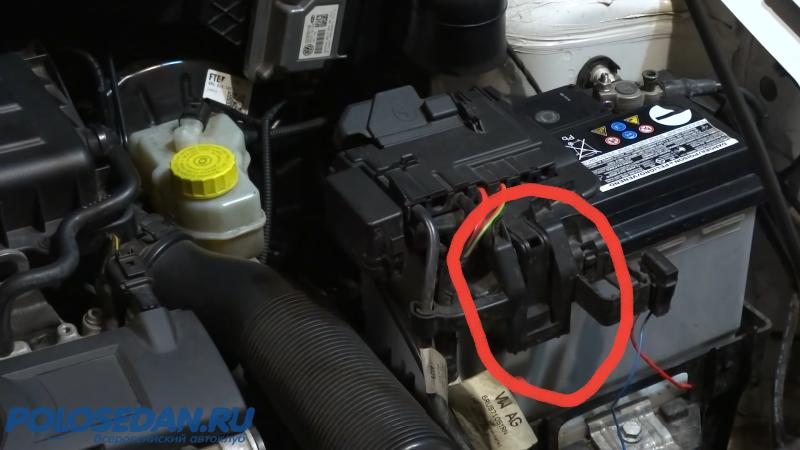 Сломал пластиковую защёлку на АКБ, VW Polo седан